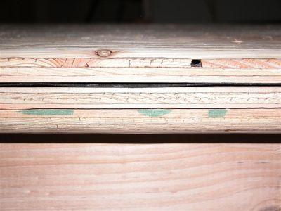 borde de madera contrachapada con huecos